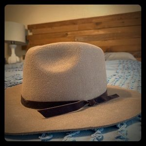 Tan felt hat with brown ribbon NWT